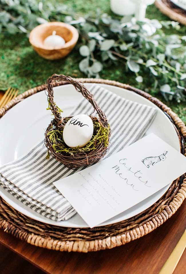 Decoração da mesa com ninho