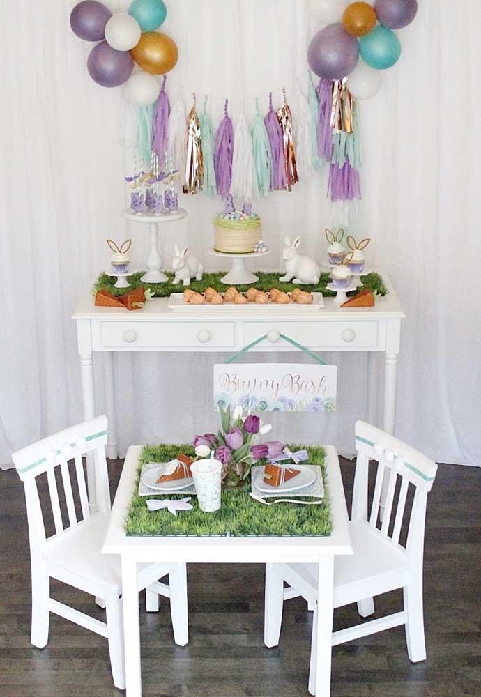 Além da decoração da mesa principal da festa, faça uma decoração de páscoa para mesa dos convidados.