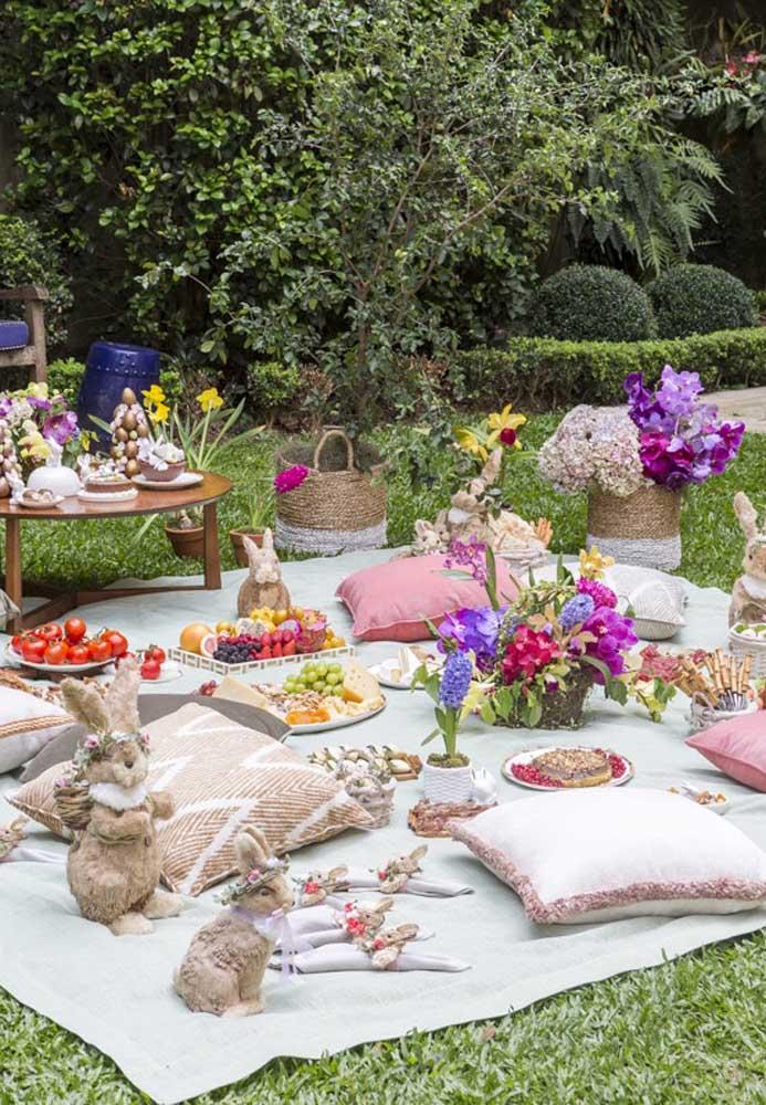Que tal fazer uma decoração de páscoa para jardim no estilo piquenique? Dessa forma, os convidados se sentem mais à vontade.