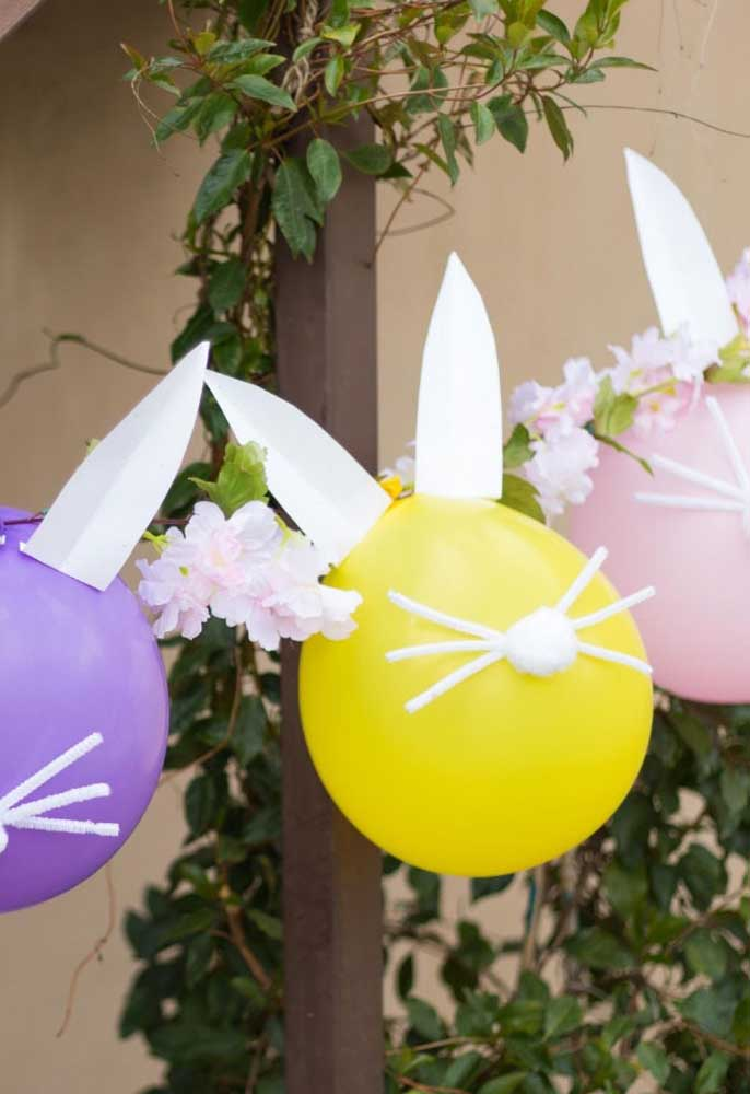 Se inspire na decoração de festa coelhinho da páscoa e personalize os balões com a carinha do coelhinho.