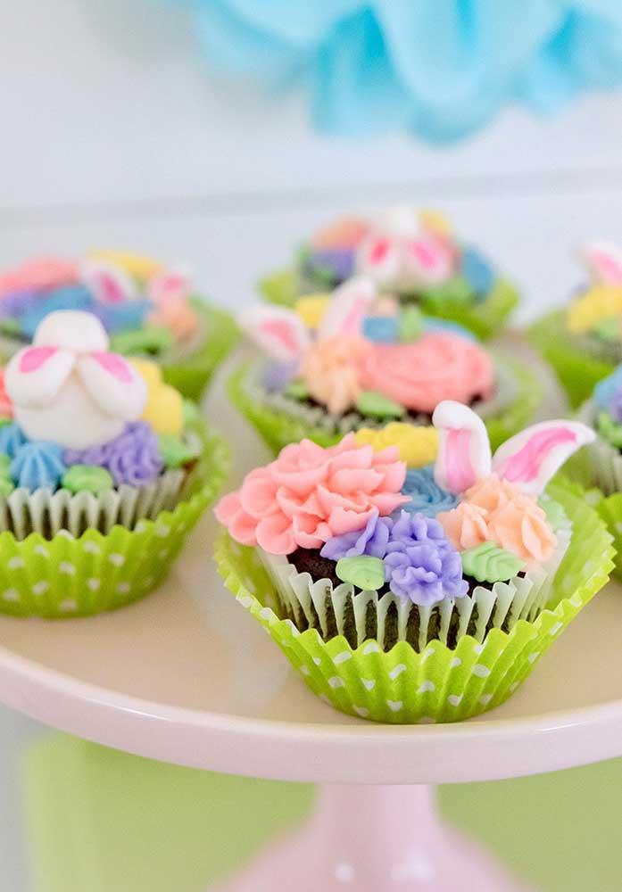 Olha que decoração mais sofisticada no topo dos cupcakes.