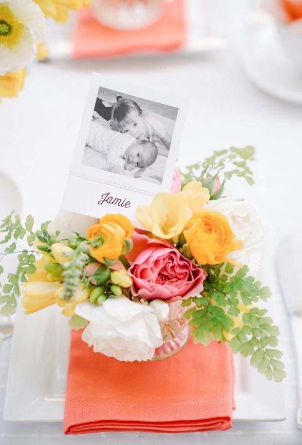 Enfeite de mesa com flores feito por cada membro da família