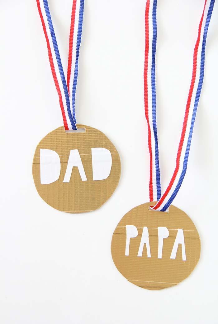 Prepare uma medalha bem legal para premiar quem está sempre no 1º lugar