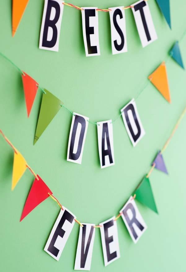 Garland com bandeirinhas de papel colorido