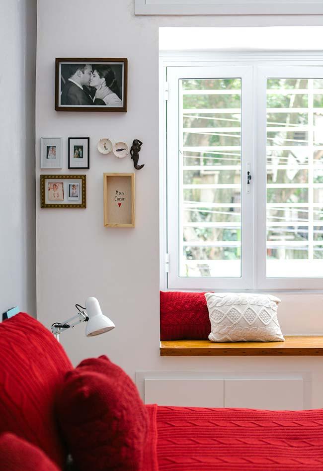 Dupla de almofadas de crochê trançadas combinando com a decor do quarto