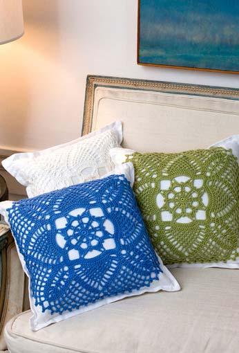 Conjunto de almofadas de crochê em cores diferentes