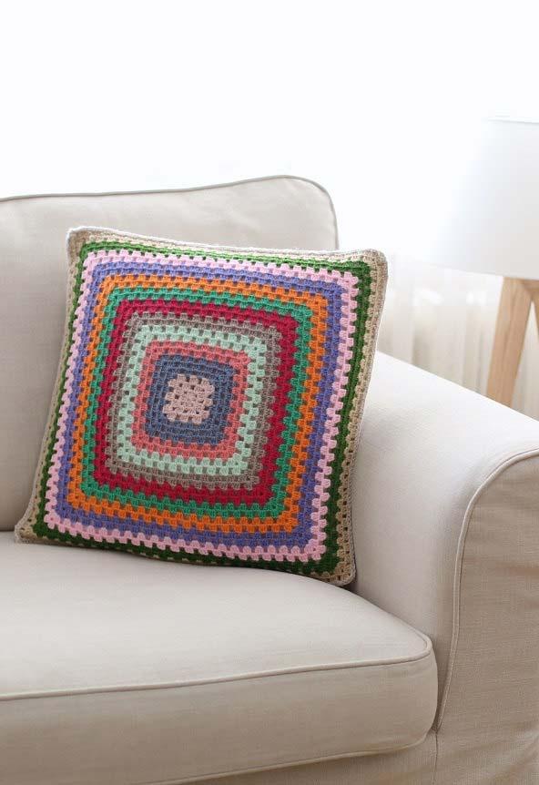 Modelo tradicional e fácil de fazer de almofada de crochê