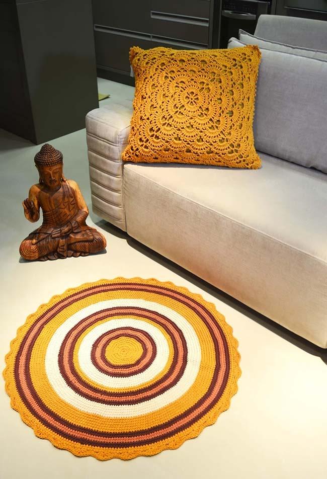 Conjunto de almofada e tapetinho para deixar a sala combinando