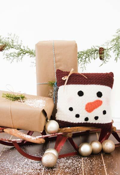 Almofada de crochê na decoração de natal