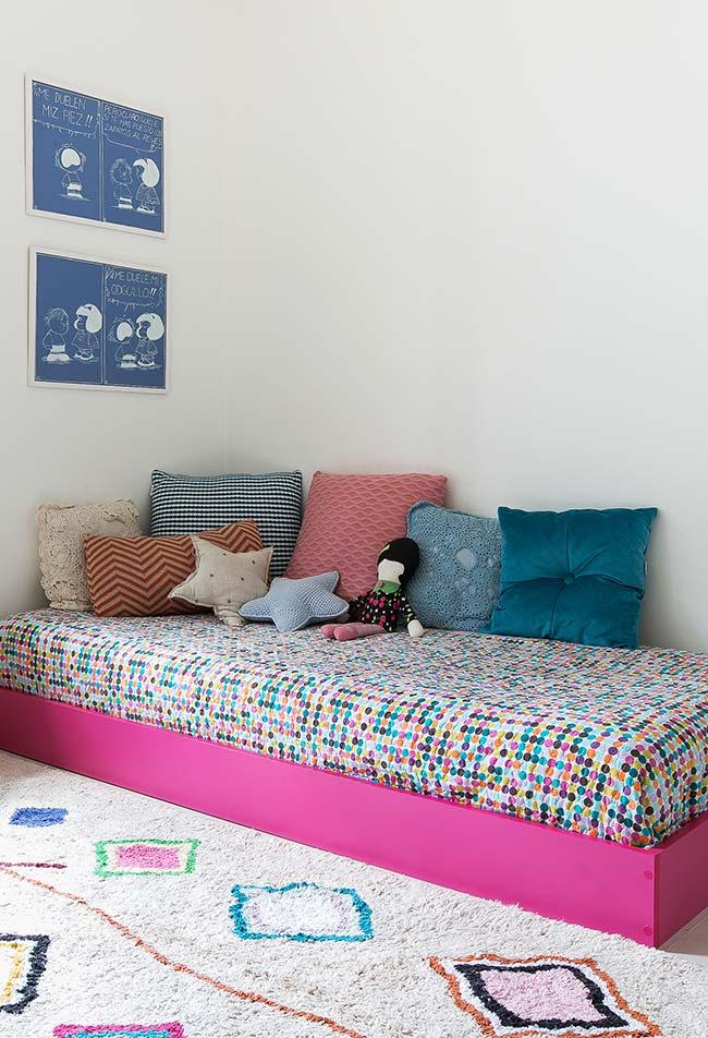 Mix de almofadas de crochê no quarto