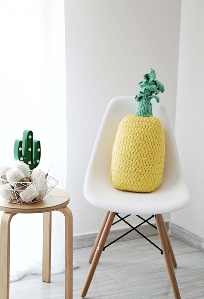 Formato original e criativo de almofada de crochê abacaxi