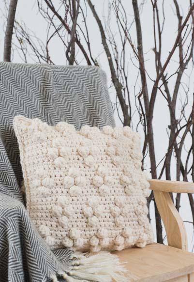 Almofada de crochê com bolinhas