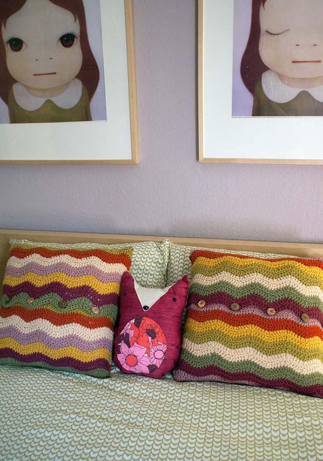 Zig zag colorido nas almofadas de crochê