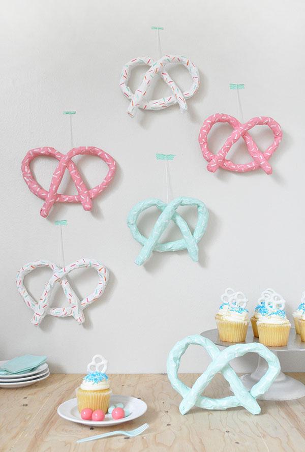 Artesanato com jornal: enfeites decorativos para festas feitos com jornal