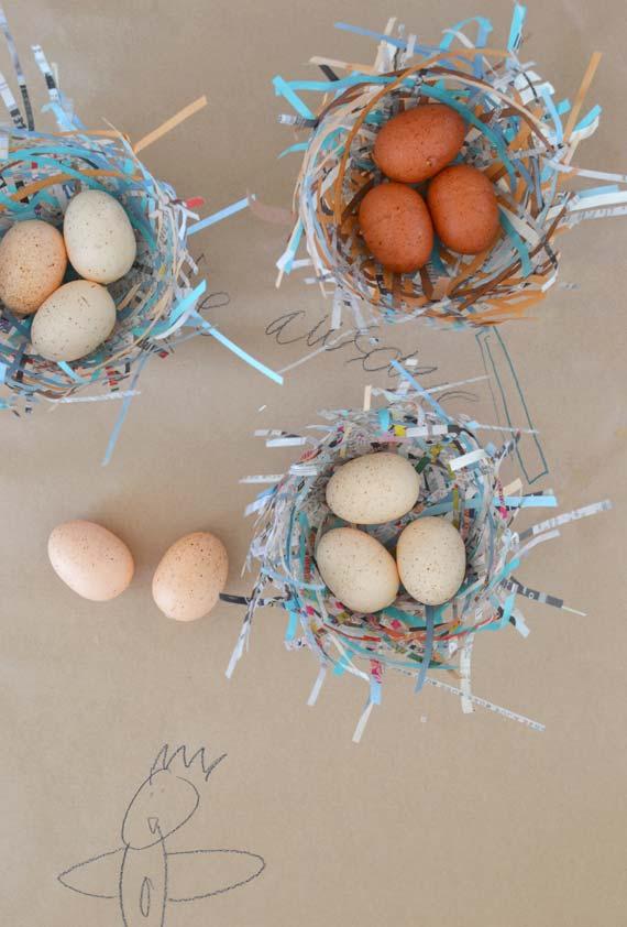 Artesanato com jornal: cestinhos rústicos para guardar ovos