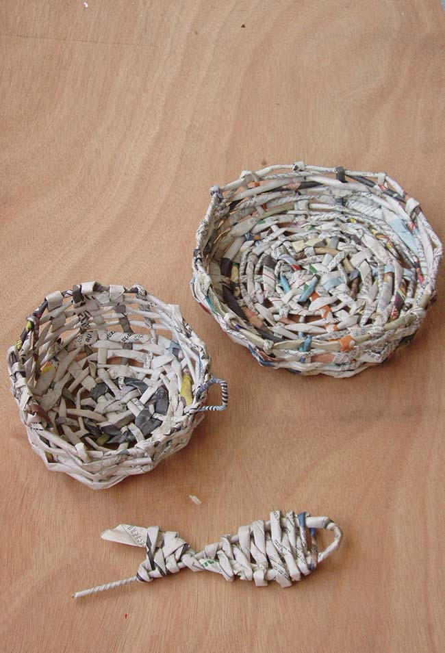 Artesanato com jornal: par de cestinhos