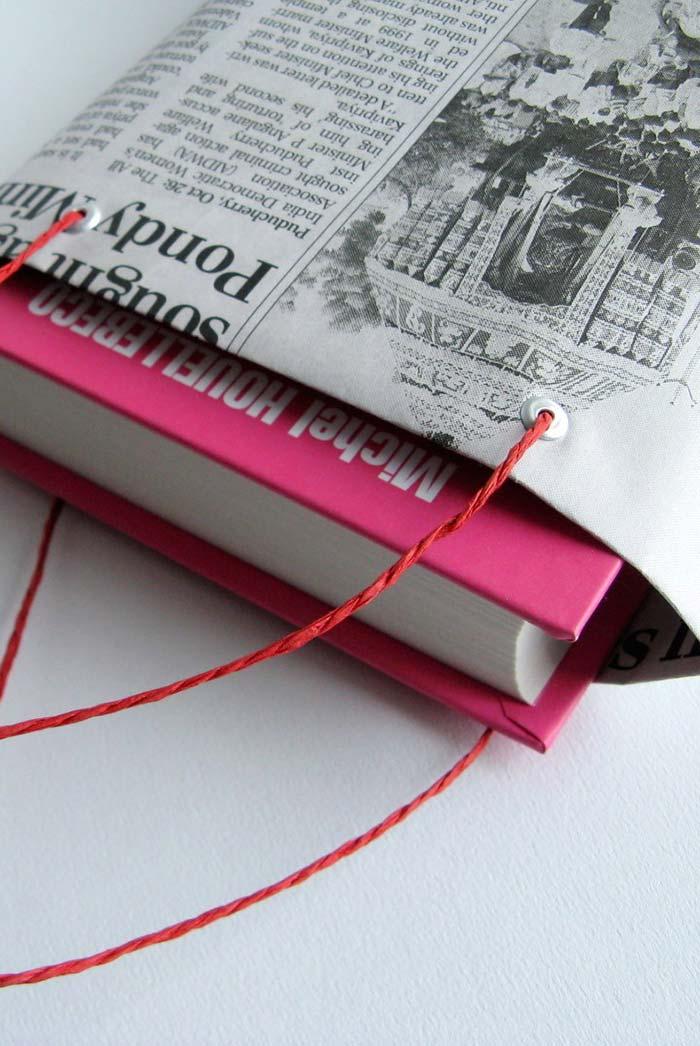 Sacolas de presentes feitas com artesanato de jornal