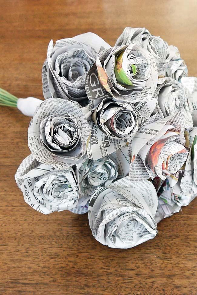 Artesanato com jornal: buquê de flores