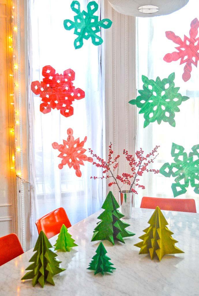 Artesanato com jornal para fazer enfeites de Natal