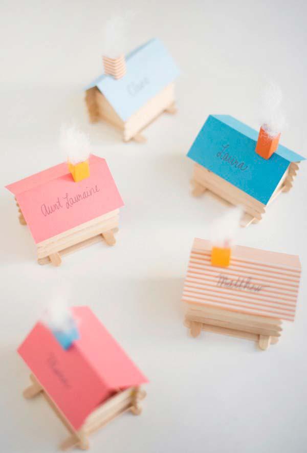 Mini cidade feita com casinhas de palito de picolé