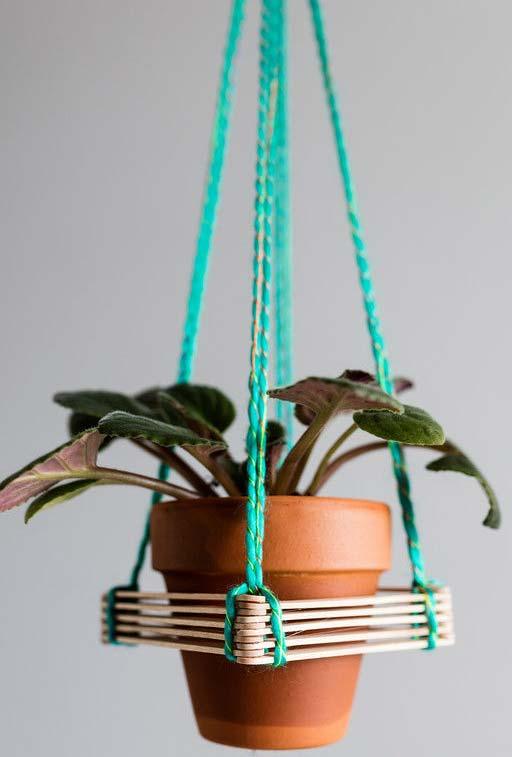 Suporte para vasos feito com palitos de picolé