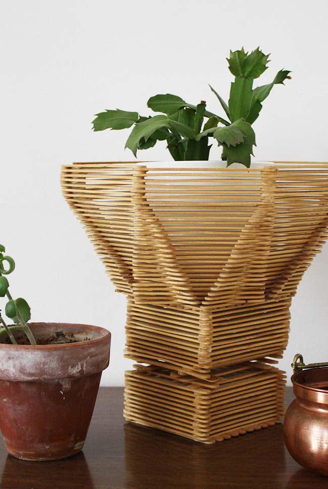 Cachepô para plantas com palito de picolé