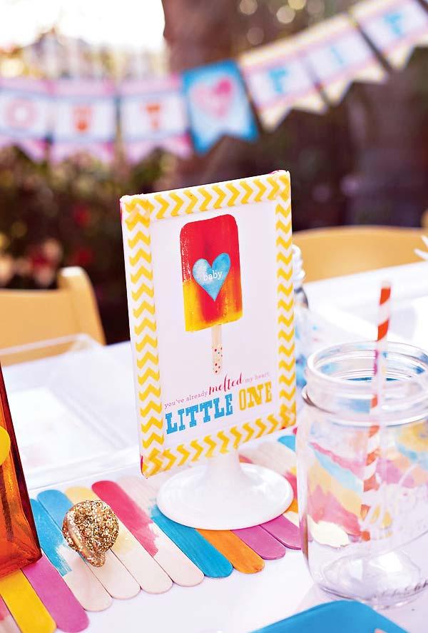 Decore o centro da mesa da festa infantil com palitos de picolé
