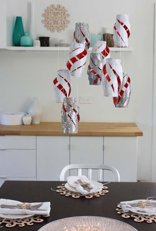 Ideia de artesanato com rolo de papel higiênico como decoração aérea para sua mesa de jantar