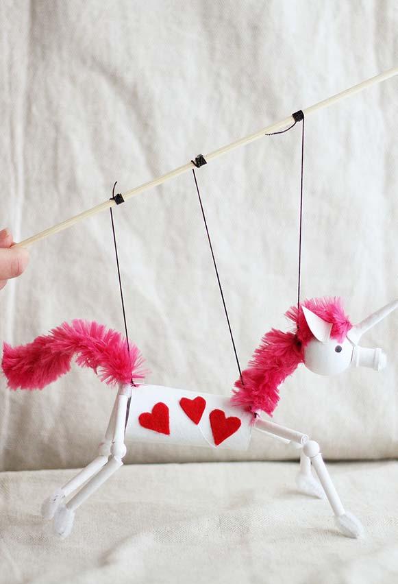 Móbile artesanal para encantar adultos e crianças