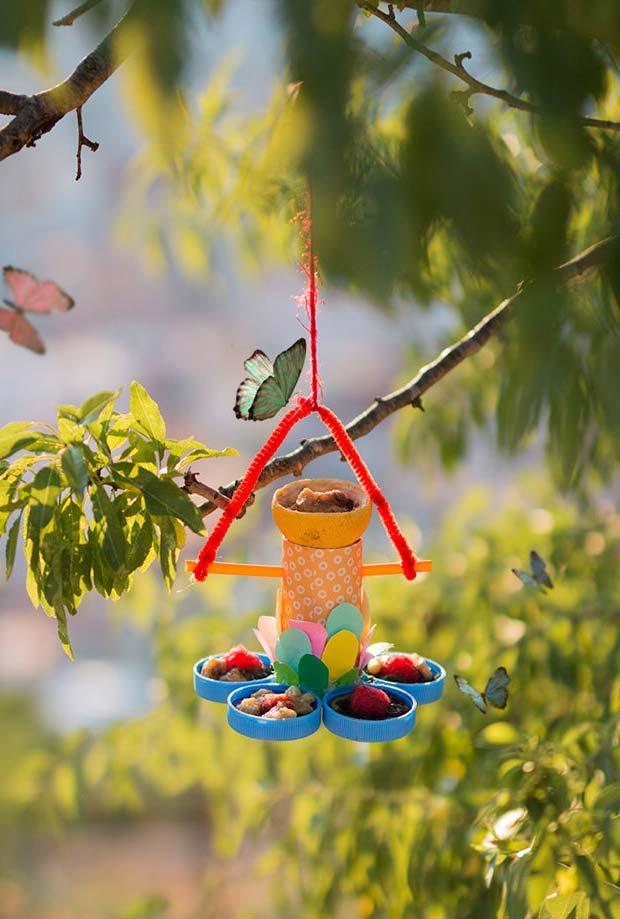 Artesanato com rolo de papel higiênico: chame borboletas e passarinhos para vir comer no seu jardim