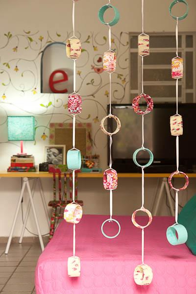 Artesanato com rolo de papel higiênico: cortina para o quarto sustentável
