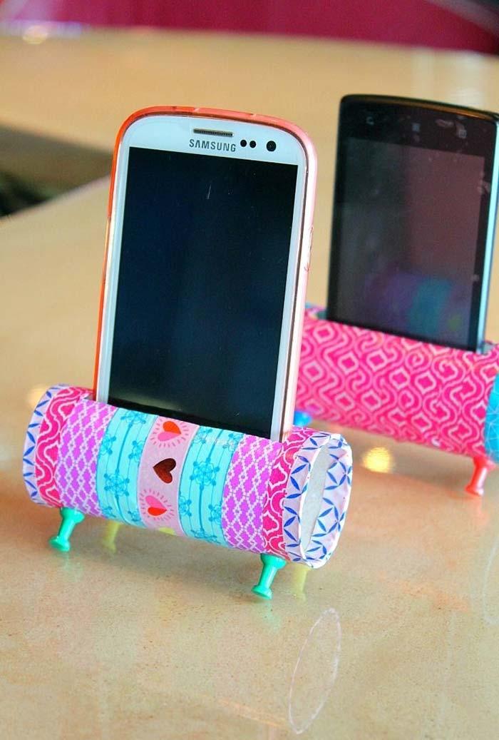 Mais uma ideia de suporte para celular de artesanato com rolo de papel higiênico