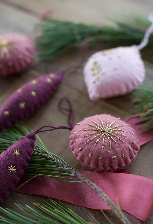 Enfeites para a árvore de natal feitos com feltro