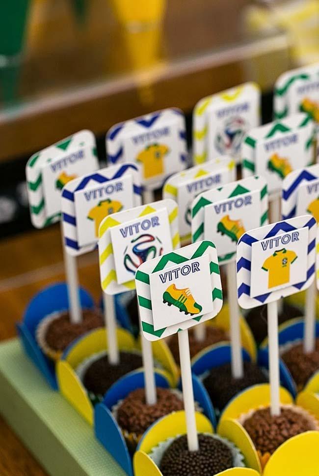 Plaquinhas personalizadas para docinhos de festa infantil copa 2018