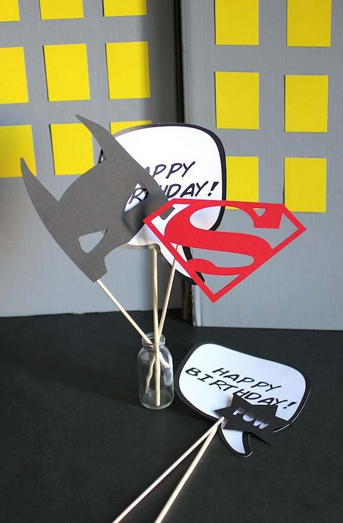 Plaquinhas para festas infantis com os super-heróis da DC Comics