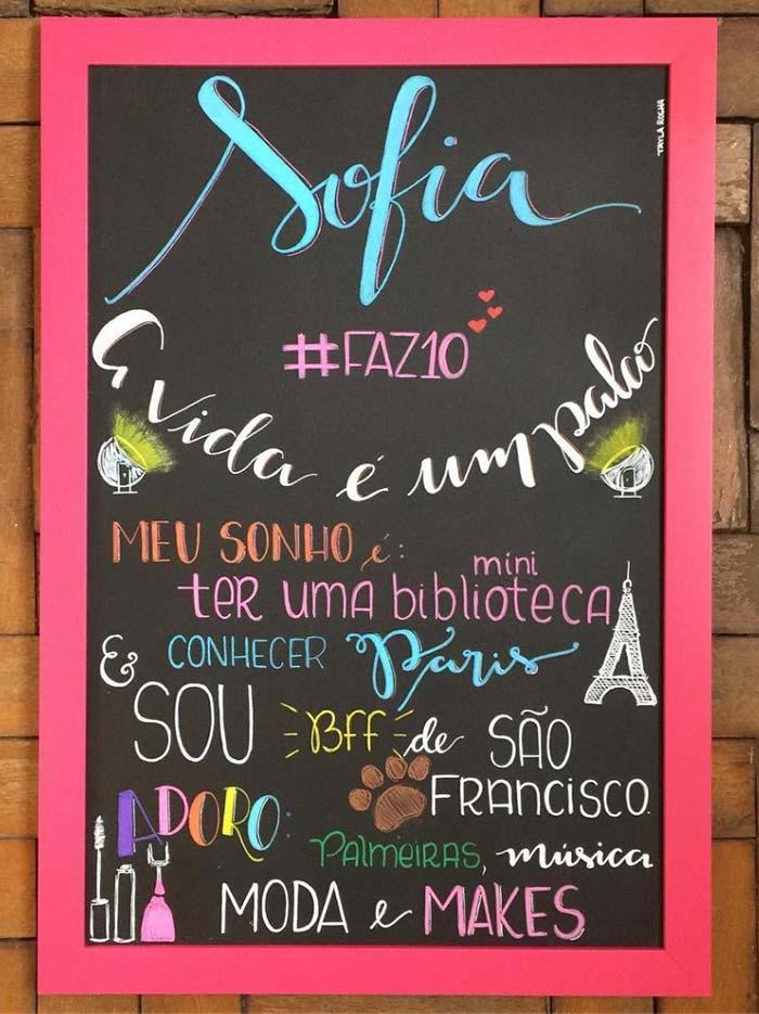 Mural com mensagem da aniversariante: perfeito para testar um lettering diferente com muitas cores