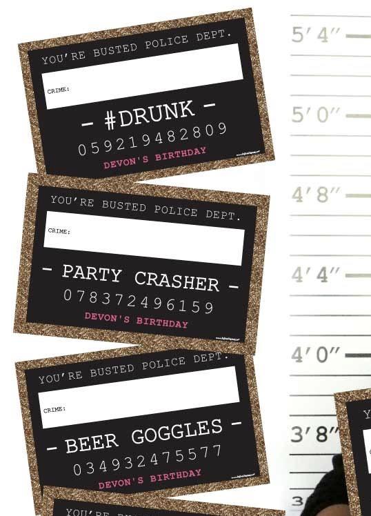 Plaquinhas criminais para quem apronta muito em festas