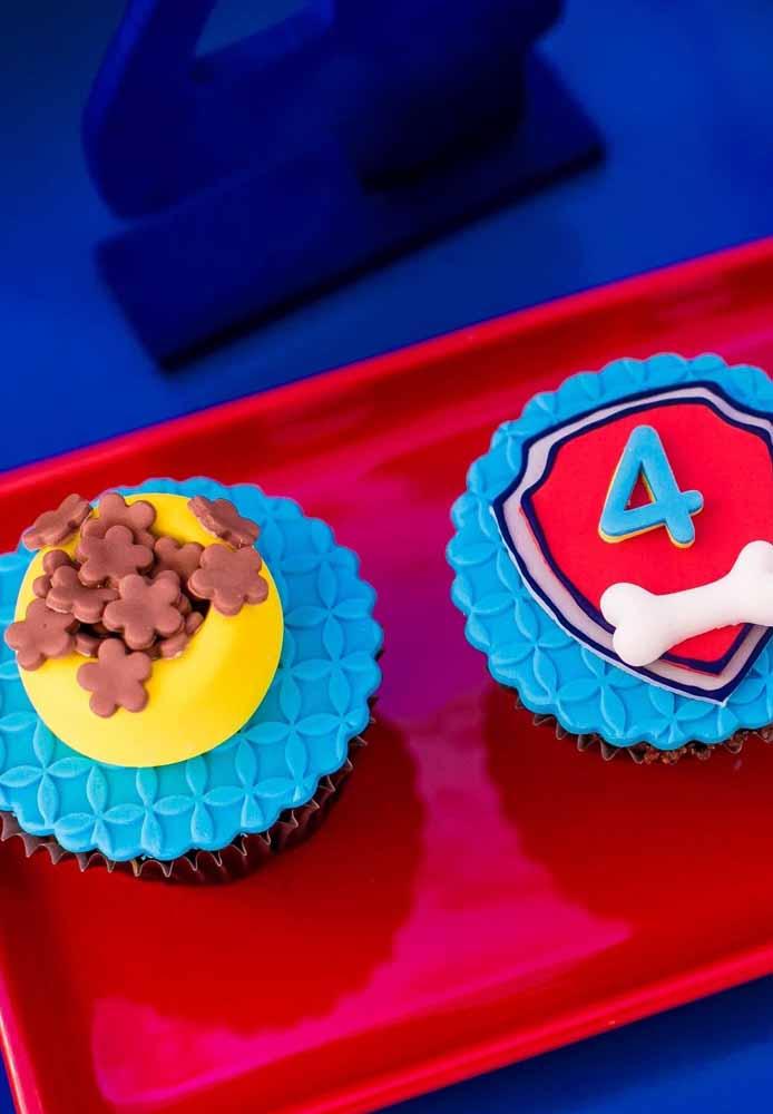 Entre no tema pet também na decoração dos cupcakes com pasta americana