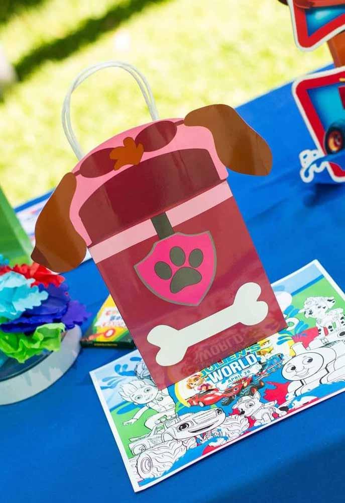 Mais uma ideia de sacolinha de papel com lembranças da festa Patrulha Canina