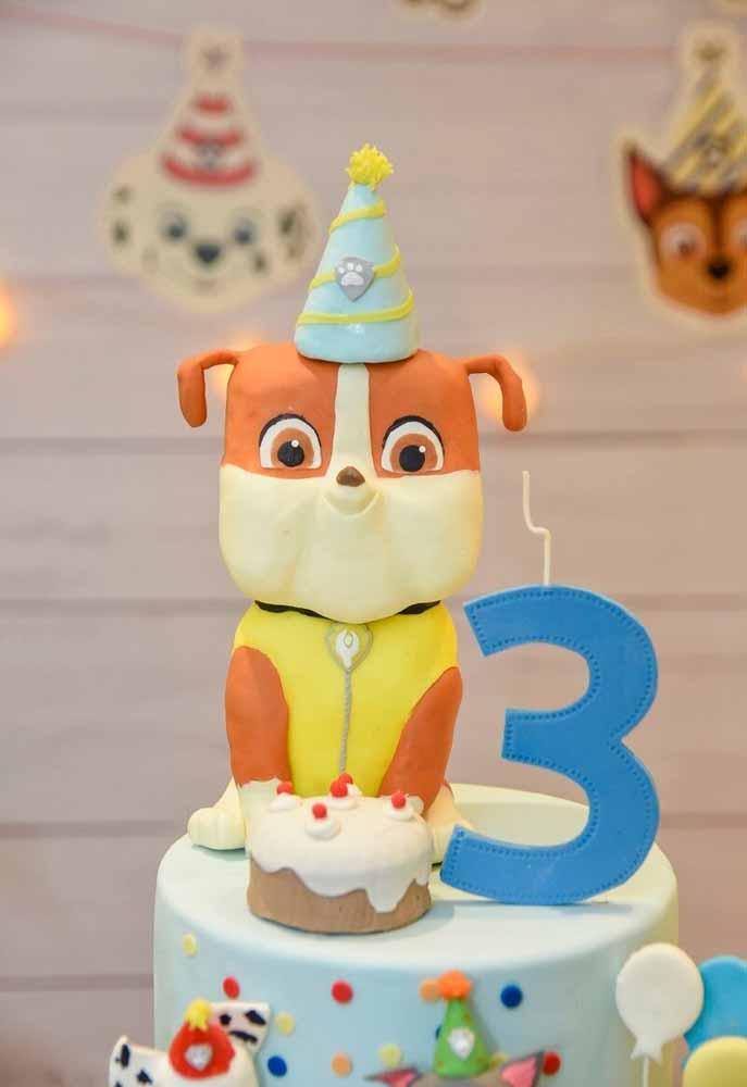 Um topo de bolo personalizado com o seu patrulheiro favorito pronto para comemorar mais um ano: use biscuit para produzir um topper detalhado como este!