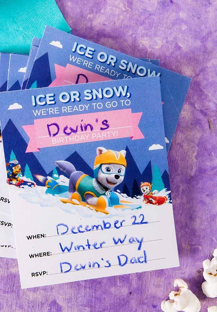 Um convite simplificado para a sua festa de aniversário enviado pela Everest