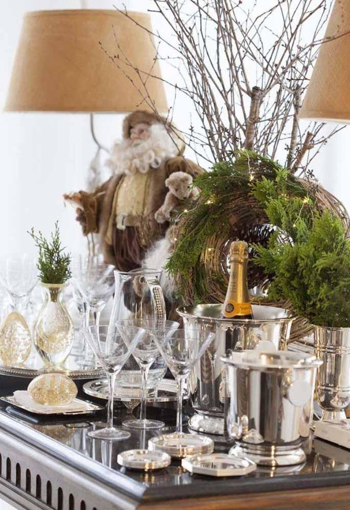 Coloque arranjos diferentes para deixar a mesa de natal ainda mais linda