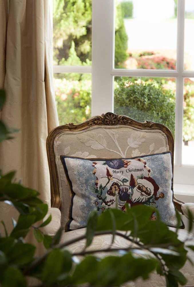 Coloque almofadas com desenhos do natal para decorar a casa e deixar seus convidados sempre confortáveis