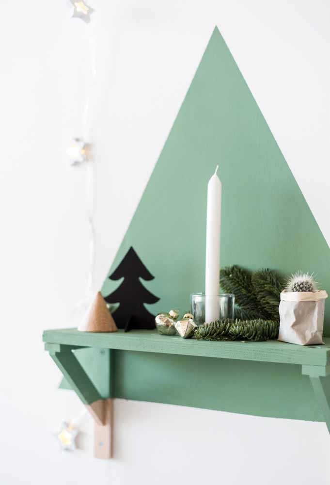 Que tal formar uma árvore de natal na parede na direção do nicho?