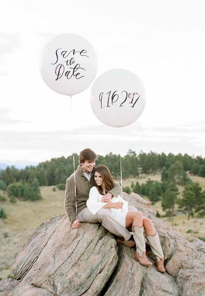 Escreva a data do casório em balões