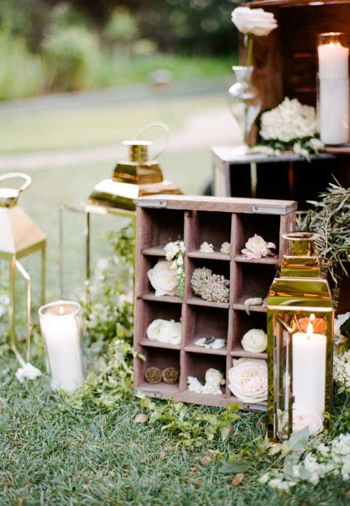 Como esse caixote com divisórias que você pode decorar com alguns elementos delicados.