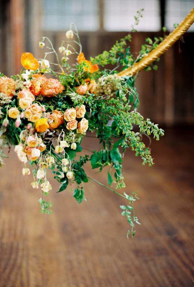 Os arranjos florais que serão usados na decoração podem ser feitos com diversos tipos de flores.