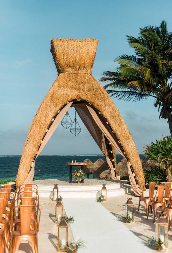 Apesar da simplicidade da decoração do casamento na praia, é possível usar alguns objetos ou elementos que chamam bastante atenção.