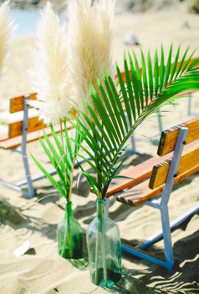 No casamento na praia você pode usar vários materiais reciclados para fazer a decoração do ambiente.