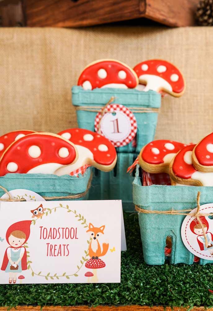 Para entrar no clima do conto da Chapeuzinho Vermelho prepare alguns biscoitos no formato de cogumelos vermelhos.